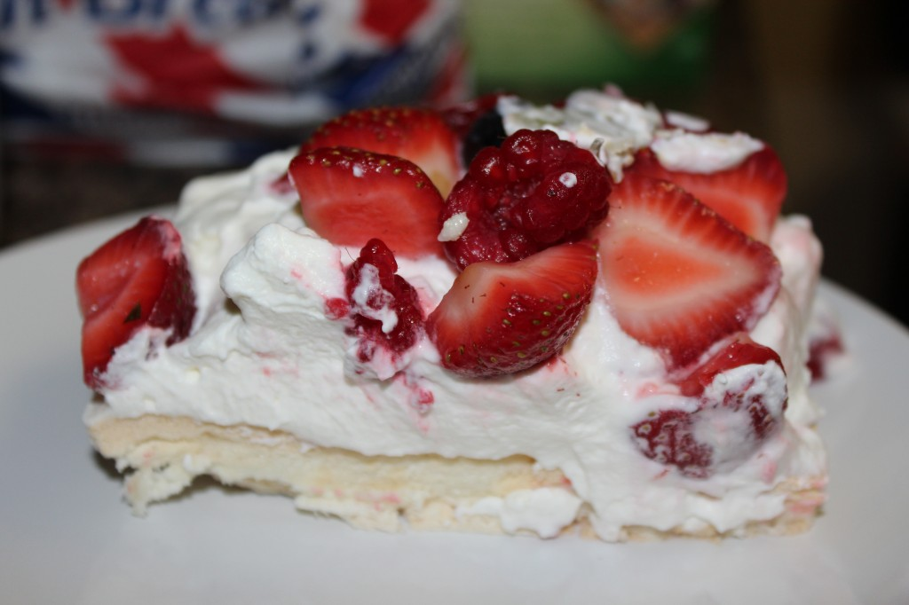 Easter 2014 Dessert: Pavlova - Food, Fun, Whatever !!
